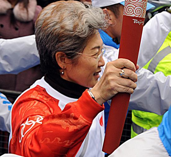 图文-北京奥运圣火在伦敦传递 中国驻英国大使傅莹