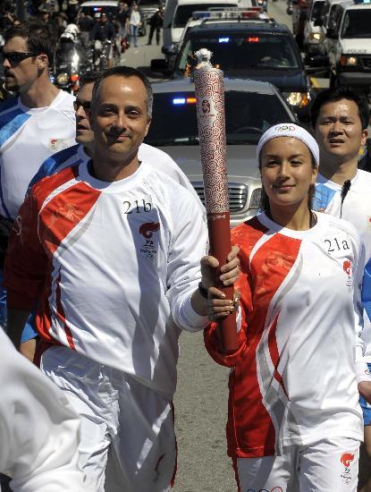 图文-北京奥运会火炬在旧金山传递 共享圣火荣光