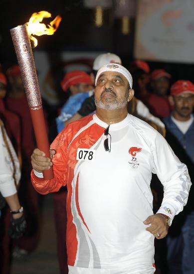 图文-圣火传递活动在马斯喀特举行 夜幕已经降临