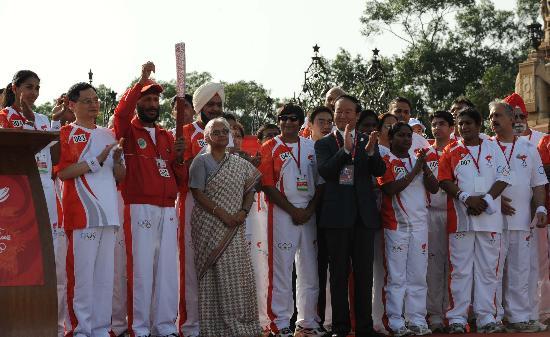 图文-北京奥运圣火在新德里传递 起跑仪式欢欣鼓舞