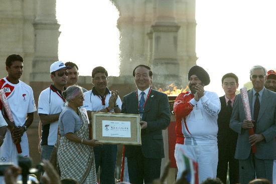 图文-北京奥运圣火在新德里传递 结束仪式现场