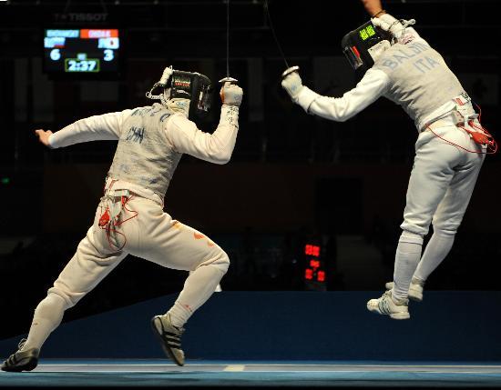 图文-击剑世锦赛男子花剑团体赛 黄良财疯狂出击