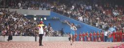 图文-司天峰获得男子50公里竞走冠军 冠军入场