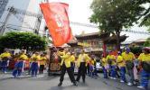 图文-华人华侨助威圣火曼谷传递 唐人街前的表演
