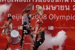 图文-北京奥运圣火在曼谷传递 庆祝仪式上的表演