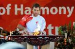 图文-北京奥运圣火在堪培拉传递 索普小心翼翼