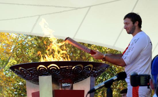 图文-奥运圣火在堪培拉传递 昔日鱼雷身形稍显壮硕