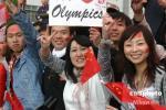 图文-北京奥运圣火长野传递 中国留学生热情高涨