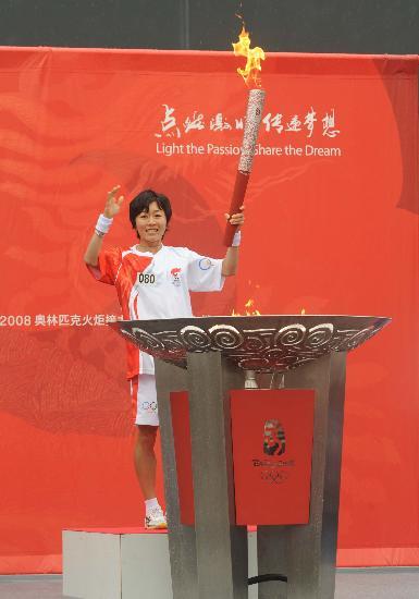 图文-北京奥运会火炬在长野传递 火光照亮奥运梦