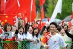 图文-北京奥运会火炬在长野传递 张毕得到热烈欢迎
