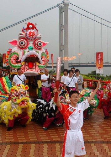 图文-北京奥运圣火在香港传递 都来为我加油吧
