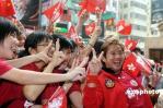 图文-北京奥运圣火在香港传递 谭咏麟迎接圣火