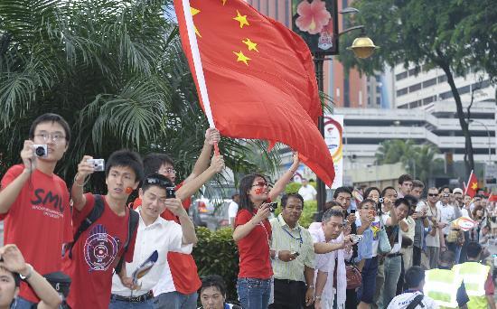 图文-圣火境外传递回顾之中国元素 吉隆坡拍祥云