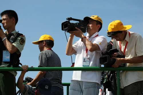 图文-北京奥运圣火三亚起跑仪式 媒体关注焦点