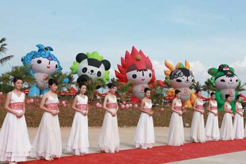 图文-北京奥运圣火三亚起跑仪式 礼仪小姐中国美丽