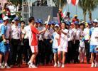 图文-北京奥运圣火在三亚传递 杨扬李礼辉交接