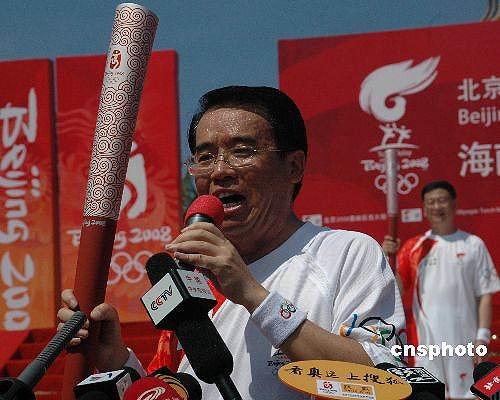 图文-北京奥运圣火在三亚传递 市长要跑出自信