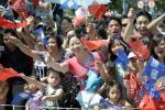 图文-北京奥运会火炬在三亚传递 海南人民展热情
