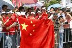 图文-北京奥运会火炬在三亚传递 五星红旗迎接祥云