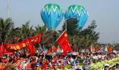 图文-2008年奥运会火炬在海口传递 花团锦簇迎圣火