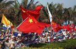 图文-北京奥运圣火在海口传递 五星红旗欢迎圣火