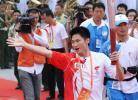 图文-北京奥运圣火在广州传递 一起为圣火欢呼吧