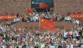 图文-北京奥运圣火在广州传递 所有人关注的焦点