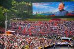 图文-北京奥运圣火在深圳传递 邓小平巨幅画像
