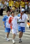 图文-奥运圣火传递活动惠州举行 程木华手持火炬
