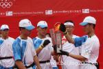 图文-北京奥运圣火在宁波传递 将圣火引回火种灯