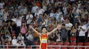 图文-中国田径公开赛23日战况 享受观众的欢呼