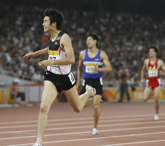图文-田径男子400米栏决赛战况 成迫健�苟峁�