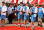 图文-奥运圣火在湖北荆州传递 火炬护卫为灾区默哀