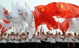 图文-奥运圣火在湖南湘潭传递 群众挥舞旗帜加油