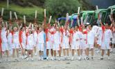 图文-奥运圣火在香格里拉传递 火炬手集体亮相