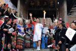 图文-奥运火炬在贵州省凯里市传递 郭磊传递火炬
