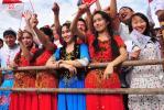 图文-奥运圣火在新疆石河子传递 新疆美女待祥云