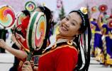 图文-北京奥运圣火在拉萨传递 演员欢歌笑语