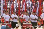 图文-奥运圣火在宁夏中卫传递 沙坡头广场锣鼓迎奥运