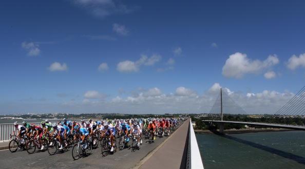 图文-2008环法自行车赛第一阶段众车手力争上游