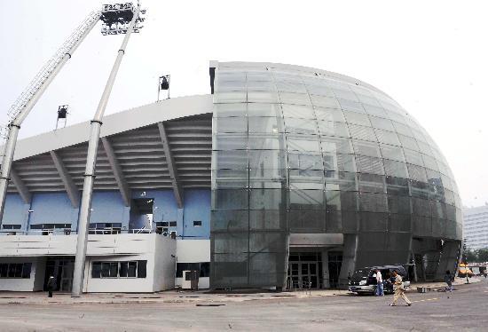图文-首个竣工场馆丰台垒球场 玻璃入口很漂亮