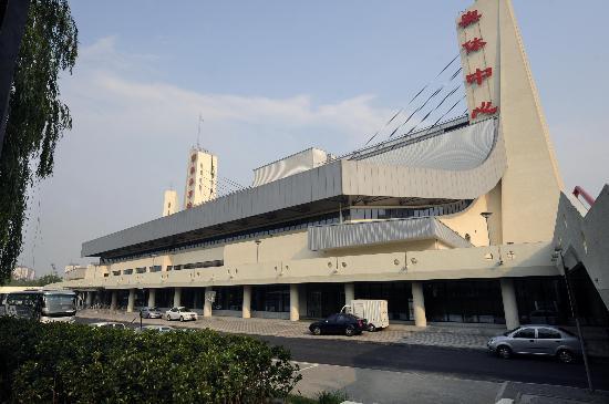 图文-改扩建后的奥体中心体育馆 外景恢宏大气