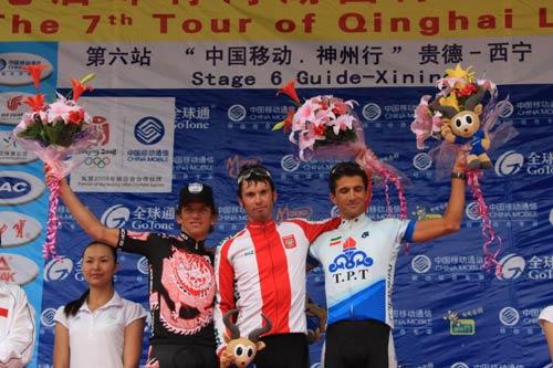 里士石化队选手侯赛因·阿斯卡里获得象征亚洲最佳车手的蓝色领骑衫