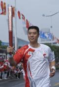 图文-北京奥运圣火在济南传递 大徐也是火炬手