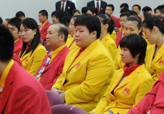图文-北京奥运会中国代表团成立 认真聆听领导讲话