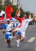 图文:(奥运火炬)(54)奥运圣火在开封传递