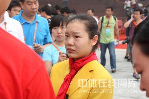 图文-北京奥运村举行开村仪式 程菲表情略显紧张