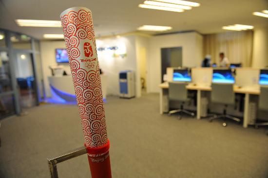 图文-舒适温馨的运动员之家 用奥运火炬作装饰