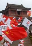图文-北京奥运圣火在秦皇岛传递 老龙头前国旗飘扬