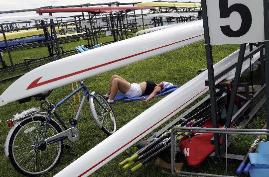 图文-赛艇选手在顺义备战奥运 运动员享受午后阳光